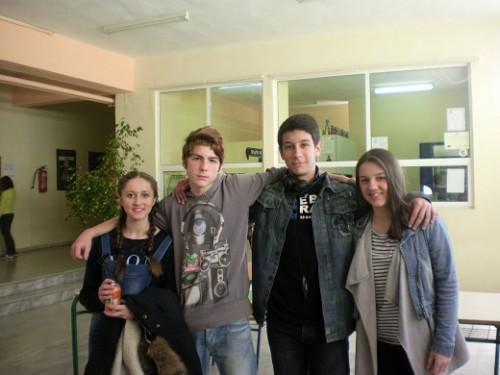 Οι μαθητές του 10ο Γυμνασίου Λάρισας Γκαράτσα Ιωάννα, Γιακέτας Γεώργιος, Τσιότρας Βάιος και Γκορίτσα Ειρήνη της δημοσιογραφικής ομάδας